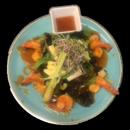 Salade krokant gebakken scampi's
